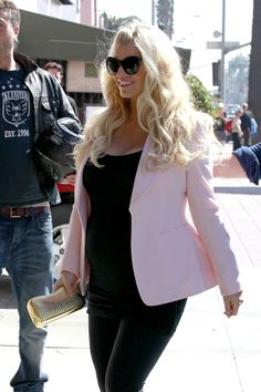 Pregnant Jessica Simpson Shows Of Her Growing Baby Bump All In Pink This Valentines Day! (Photos)