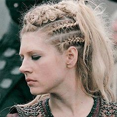 "Our whole lives are just stories — Lagertha's hairstyle in ""Portage"" Lagertha Hair, Vikings Lagertha, Vikings Tv, Viking Braids, Viking Hair, Warrior Braid, Braided Hairstyles, Wedding Hairstyles, Grunge Hair"