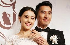Taiwanese actor, Mark Chao, and Mainland Chinese actress, Gao Yuanyuan, got married in Taipei on November 28, 2014.