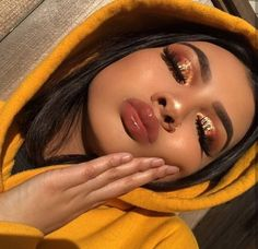 Gold eye makeup looks, party makeup looks for tan skin, makeup looks for poc, Glam Makeup, Makeup On Fleek, Makeup Inspo, Makeup Inspiration, Makeup Style, Sleek Makeup, Insta Baddie Makeup, Makeup Blog, Flawless Makeup