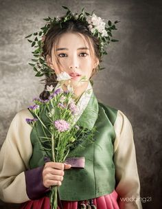 Nam Bo Ra is a traditional bride for 'Wedding Korean Traditional Clothes, Traditional Fashion, Traditional Dresses, Korean Dress, Korean Outfits, Nam Bo Ra, Modern Hanbok, Korean Wedding, Korean Bride