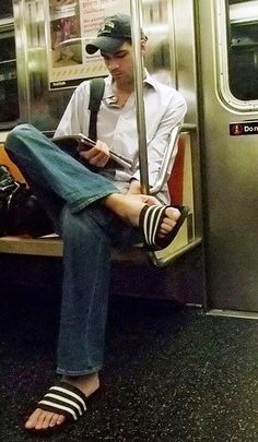 Adidas Slides Outfit, Abercrombie Men, Barefoot Men, Mens Flip Flops, Men Photography, Sandals Outfit, Male Feet, Yoga, Hot Guys