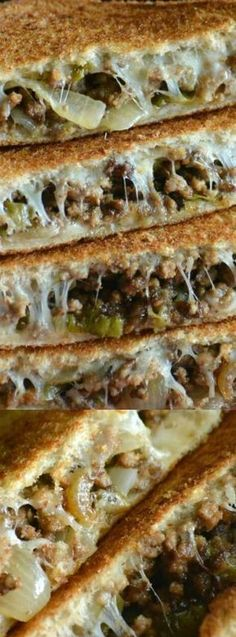 These Ground Beef Philly Cheesesteak Grilled Cheese Sandwiches from 4 Sons R Us are a little bit of cheesy sandwich heaven. You get all of the cheesesteak flavors that you love sandwiched in-between cheesy toasted deliciousness. Venison Recipes, Ground Beef Recipes, Meat Recipes, Cooking Recipes, Cooking Tips, Dinner Recipes, Best Philly Cheesesteak, Cheesesteak Recipe, Grilled Sandwich