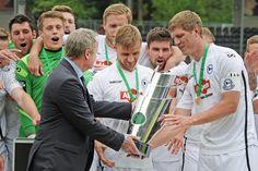 Arminia plant Foto-Aktion für Fans am 4. und 5. Juni +++  Ein Bild mit dem Meister-Pokal