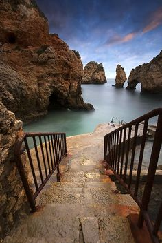 Steps to the Sea, Algarve, Portugal | Great Travel photo idea | Lead lines | Travel photography tips