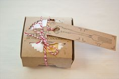 5 Easy DIY Wedding Favors: DIY Cherry Pies in a Box via EmmalineBride.com http://eventsbyclassic.com