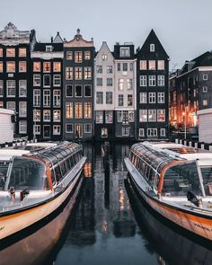 Stunningly Beautiful Street Photos of Amsterdam by Een Wasbeer #amsterdam #hotspots | amsterdam travel | things to do in amsterdam | must visit places in amsterdam