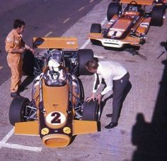 1970 Peter de Klerk Brabham and Loves March Eddie Pinto in coveralls. One Championship, Formula 1 Car, F1 Drivers, Golf Bags, Grand Prix, Race Cars, Cool Photos, Dads, African