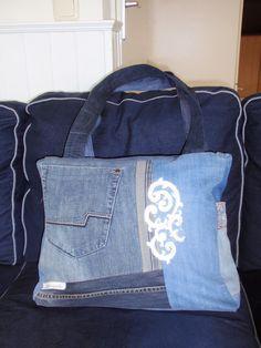**alles-vanellis: Tas van oude spijkerbroeken, Denim tas Denim Purse, Denim Tas, Love Jeans, Jute, Diaper Bag, Gym Bag, Purses, Canvas, Fabric