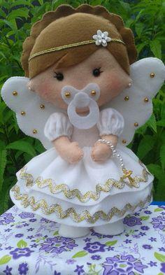 anjinha de feltro branco com dourado perfeita pra decoração de quantos e festas 30 cm de altura.