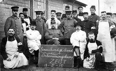 Le service médical du Camp de Zeist. Le Dr De Beir est assis à droite du tableau. WW1.