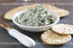 Oz Watercress-Artichoke Dip With Whole-Wheat Pita Chips: For your next party, substitute a spinach dip for this nutrient-packed recipe. Spinach Artichoke Dip, Spinach Dip, Artichoke Hearts, Chopped Spinach, Kale Dip, Frozen Spinach, Healthy Snacks, Healthy Eating, Healthy Recipes