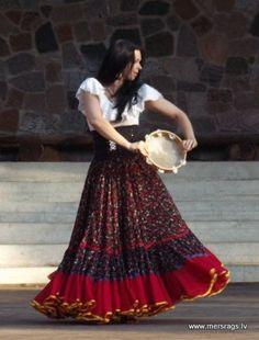 Ideas Belly Dancing Costumes Gypsy For 2019 Bohemian Gypsy, Gypsy Style, Hippie Style, Strand Kaftan, Moda Indiana, Gypsy Costume, Gypsy Women, Gypsy Skirt, Gypsy Dresses