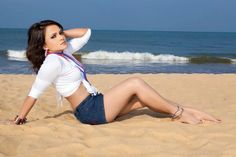 Maduwanthi Liyanage Sexy Image Collection