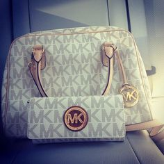 Michael Kors Berkley Logo Large Vanilla Clutches Outlet and hot sale for cheap....
