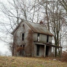 temps-de-fille:  A forgotten house in Hardin County.  Micoley's picks for #AbandonedProperties www.Micoley.com
