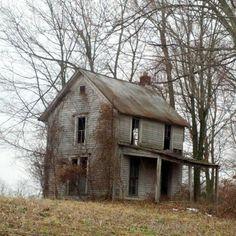 temps-de-fille:  A forgotten house in Hardin County.  Micoley's picks for #AbandonedProperties www.Micoley.com
