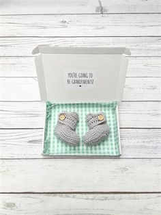 The perfect way to announcement your pregnancy to the grandparents to be of your new baby! This is a pair of cute and cosy crochet baby booties that are a made in a gender neutral soft grey colour. They come in a white gift box with the message youre going to be grandparents! inside. They are made from a soft premium acrylic yarn that is soft and non allergenic on babys skin. They have a wrap around section that is secured with a wooden button to help keep them on babys feet. They are a 0-3…