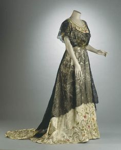 Evening dress, 1910  From the National Historical Museum