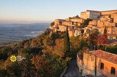 Meravigliosa Umbria Arte, cultura, tradizioni culinarie e bellezze naturali si incontrano per rapirti lontano !!  http://www.agriturismo.com/agriturismi/umbria #Umbria   #Italy   #Italia   #Agriturismo