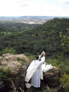 A Catholic Priest consecrating the Eucharist in the wilderness. How beautiful is that? Catholic Beliefs, Catholic Priest, Catholic Prayers, Catholic Art, Catholic Saints, Roman Catholic, Sacramento, Jesus Cristo, Spiritual Life