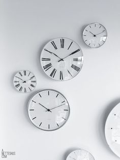 I great alternative to art. This collection of clocks in a similar style, placed in randomly on the wall is a great idea.