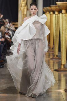 Stéphane Rolland Frühjahr/Sommer 2020 Haute Couture - Fashion Shows Stephane Rolland, Couture Collection, Designer Collection, Vogue Paris, Origami Fashion, Jumpsuit Pattern, Models, Mannequins, Vintage Sewing Patterns