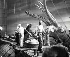 Behind scenes 20,000 LEAGUES UNDER THE SEA