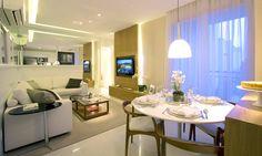 Confortável, o sofá em formato L pensado pelas arquitetas Daniella e Pricilla de Barrospermite aproveitar até o mínimo canto da sala para criar um ambiente de conforto para assistir televisão e receber visitas. Com ele e os espelhos na parede, as profissionais conseguiram fazer com que a sala do apartamento de apenas 48 m² parecesse grande e receptiva