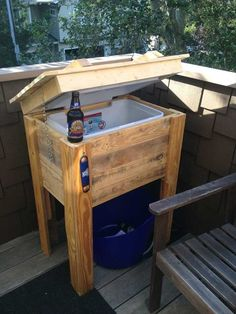 Wooden Pallet Outdoor Ice Box Stand- 12 DIY Wooden Pallet Cooler Design | DIY to Make