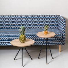 Bend Table Low By UBIKUBI disponibili in frassino o roveresono adatti sia per ambienti privati che pubblici e possono essere utilizzati come comodini, tavolini o tavoli occasionali, accanto a un divano o alla tua lounge preferita da lettura.Le gambe sono facilmente staccabili per l'imballaggio e per un trasporto easy. Disponibili in tre misure differenti abbelliscono la tua casa con semplicità e gusto.  Dimensioni: 500 x 500 x 450 cm