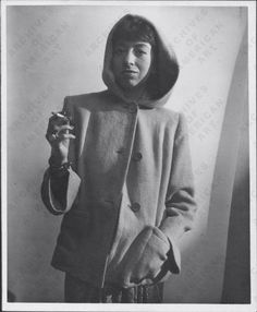 - Modernist abstract painter and collage artist Lee Krasner, wife of Jackson Pollock, created the 'Little Image' painting series and the multimedia collage 'Milkweed. Jackson Pollock, Picasso And Braque, Lee Krasner, Self Pictures, Spanish Art, Action Painting, Image Painting, Woman Painting, American Art