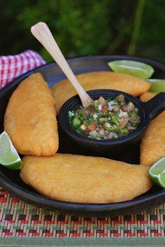 Empanadas Recipe – Useful Articles Mexican Cooking, Mexican Food Recipes, Easy Cooking, Cooking Recipes, Colombian Cuisine, Venezuelan Food, Comida Latina, Calzone, Latin Food
