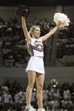 Mississippi State Cheerleaders Cheerleading Picture Poses, Cheer Picture Poses, College Cheerleading, Football Cheerleaders, College Football, Cute Cheer Pictures, Latina Girls, Nfl, Mississippi State