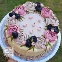 Beautiful Elegant Pink And Navy Cake. Creative Cake Decorating, Cake Decorating Videos, Cake Decorating Techniques, Creative Cakes, Cake Icing, Buttercream Cake, Fondant Cakes, Cupcake Cakes, Pretty Cakes