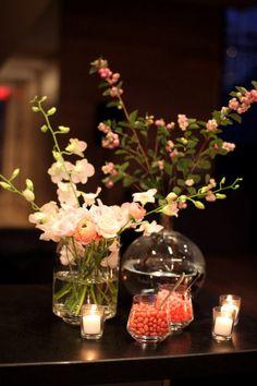 style me pretty - real wedding - canada - ontario - toronto wedding - gardiner museum of ceramic art - reception decor - table decor - centerpiece - dendrobium orchids, tea roses, ranunculus & hypericum berries