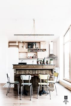 A French kitchen is given a fab modern twist (my scandinavian home) Cosy Kitchen, French Kitchen, Kitchen Decor, Kitchen Dining, Green Dining Room, Decoracion Vintage Chic, Rustic Wood Walls, Cuisines Design, Scandinavian Home
