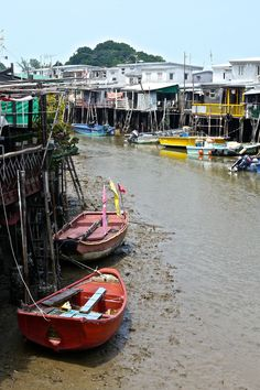 A short bus ride away from the modern and glitzy skyscrapers of Hong Kong is the village of Tai O that has retained the charm of a sleepy fishing village.