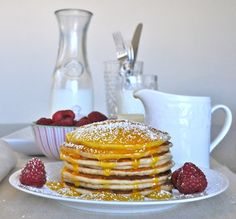 Lemon Ricotta pancakes with lemon curd and raspberries -- perfection at Sunday brunch Lemon Ricotta Pancakes, Ricotta Cake, Yummy Pancake Recipe, Yummy Food, Yummy Yummy, Delish, Breakfast Time, Breakfast Recipes, Pancake