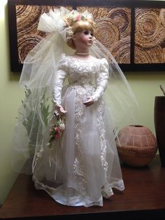 "Ann 26"" Porcelain Bride Doll by Jenny Lee Court of Dolls 3626/5000"