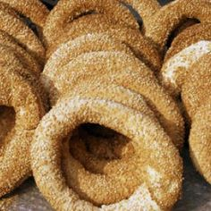 Koulouri is a traditional Cypriot circular bread, with a hole in the middle, and is coated with sesame seeds. Cypriot koulouri tends to ha. Greek Cookies, Hot Dog Cart, Seed Bread, Thessaloniki, Onion Rings, Greek Recipes, Favorite Recipes, Eat, Ethnic Recipes