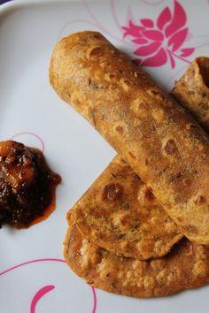 Masala Chapati Recipe / Spiced up Masala Roti Recipe / Masala Roti Recipe - Yummy Tummy Veg Recipes, Indian Food Recipes, Vegetarian Recipes, Cooking Recipes, Road Trip Essen, Chapati Recipes, Flatbread Recipes, Road Trip Food, Indian Snacks