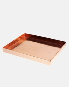 This versatile copper tray is perfect for anywhere in the home. From holding your perfumes in the bathroom to your important documents in the office.