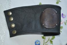 Men´s bracelet, made of leather and copper.