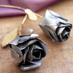 Pewter roses - need to make one to replace one that is missing in my iron centerpiece rack - also interested to see if these can be made from aluminum beverage cans - #Metal #DIYFlowers #Crafts - pb†å