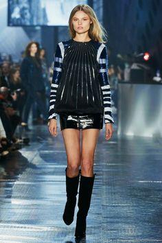 H&M Studio Fall 2014 runway show presented at Paris Fashion Week was attended by Jessica Alba, Miranda Kerr, Solange Knowles. Fashion Week Paris, H&m Fashion, Fashion Moda, Runway Fashion, Fashion News, Autumn Fashion, Fashion Design, Fashion Trends, Fashion Shows 2015