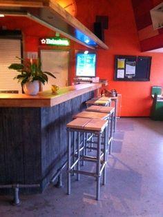 #steigerbuis #barkrukken erg geschikt voor in sportkantines #www.eigentijdsedesignmeubelen.nl