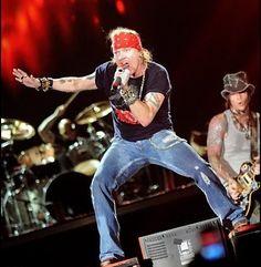 Rock band Guns N' Roses drops St. Louis form reunion party list - http://www.sportsrageous.com/others/rock-band-guns-n-roses-drops-st-louis-form-reunion-party-list/14696/