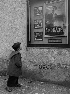 Junge vor Filmplakat, 50er Jahre Stöhr/Timeline Images #black #white #schwarz #weiß #Fotografie #photography #historisch #historical #traditional #traditionell #retro #vintage #nostalgic #Nostalgie #München #Munich #50er #1950er #Stimmung #Atmosphäre #Kino #Film #Filmplakat #neugierig #Neugier #Junge #Spionage Timeline Images, Portrait, Kino Film, Retro Vintage, Movie, Historical Pictures, Film Posters, The Fifties, Nostalgia