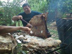 Thumb Costela e porco assando no fogo de chão..quem gosta..?